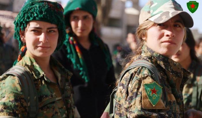 00054111-combattenti-curdo-siriane-delle-ypj.jpg